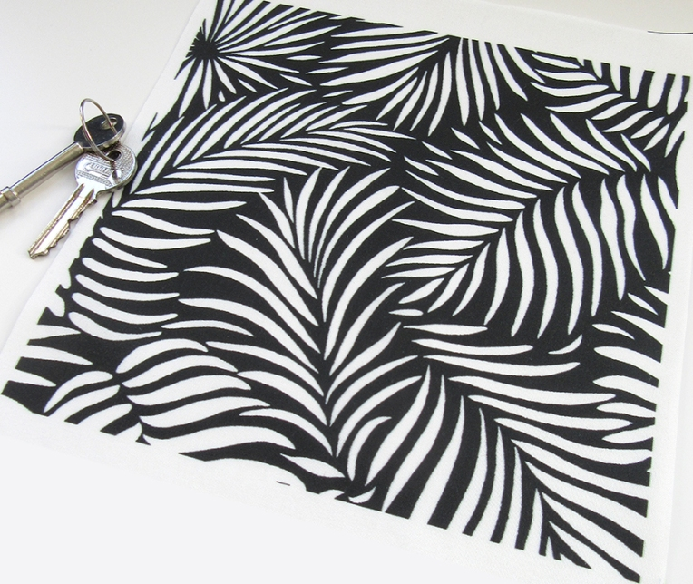 black-white-torpical-palm-leaf-pattern
